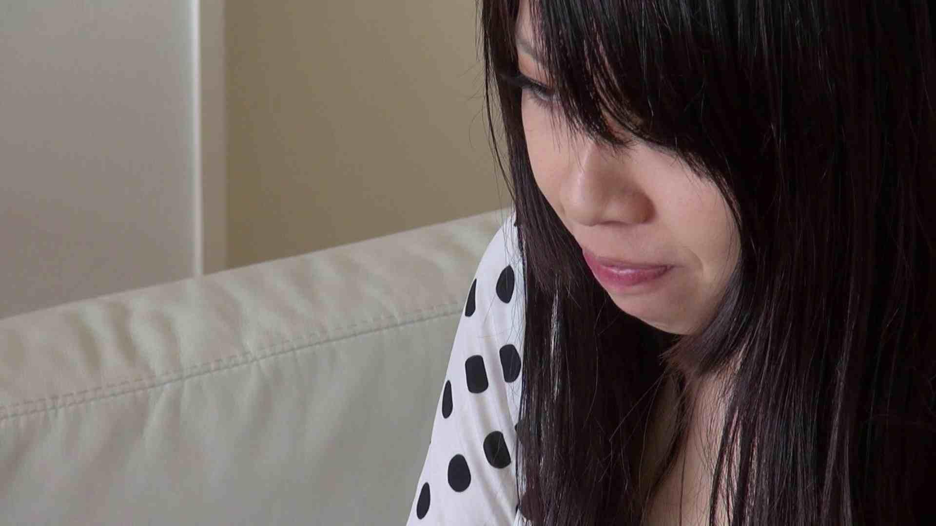 自宅で今回の出演までの経緯を語る志穂さん おまんこ われめAV動画紹介 80PIX 26