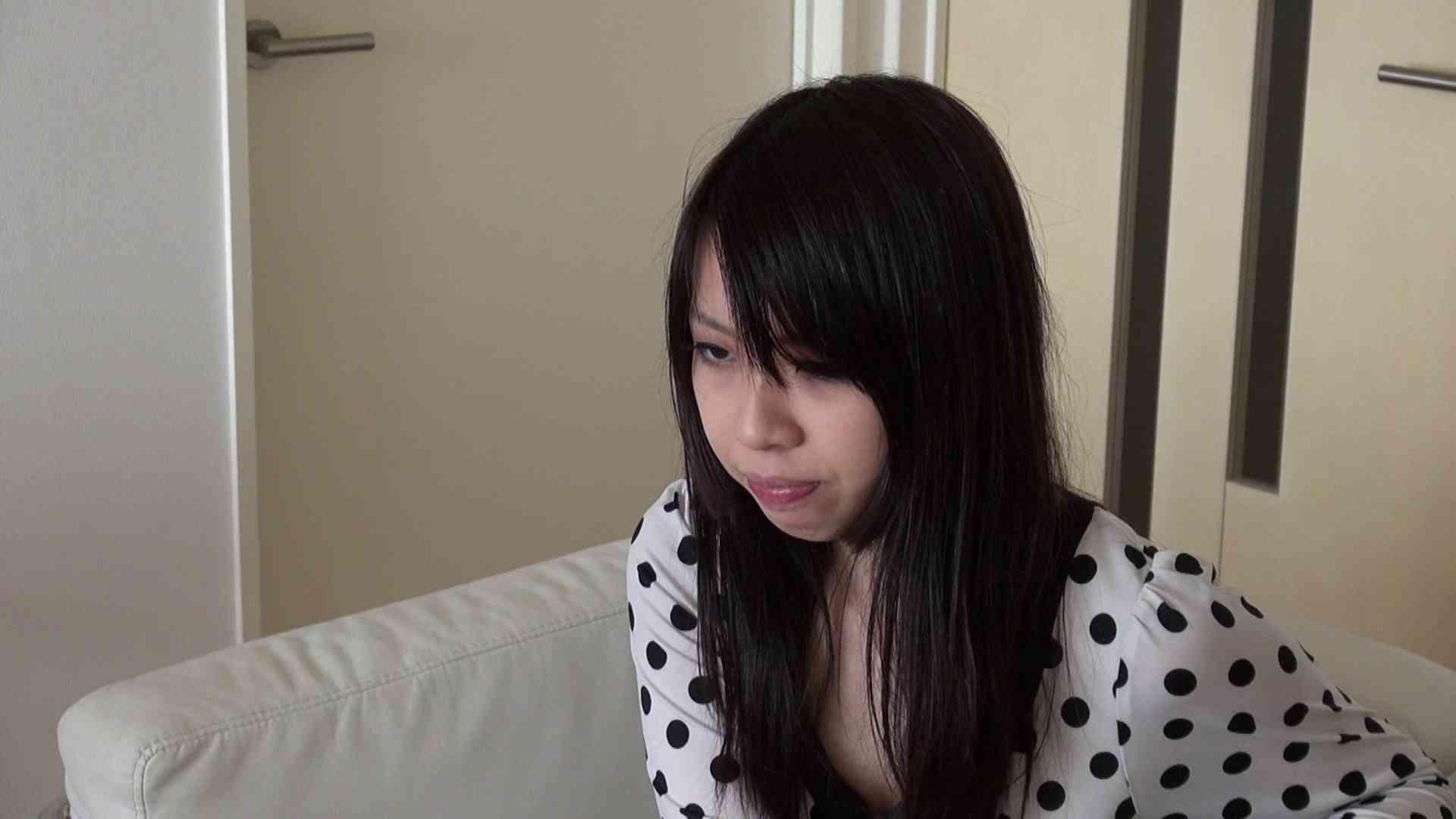 自宅で今回の出演までの経緯を語る志穂さん おまんこ われめAV動画紹介 80PIX 30