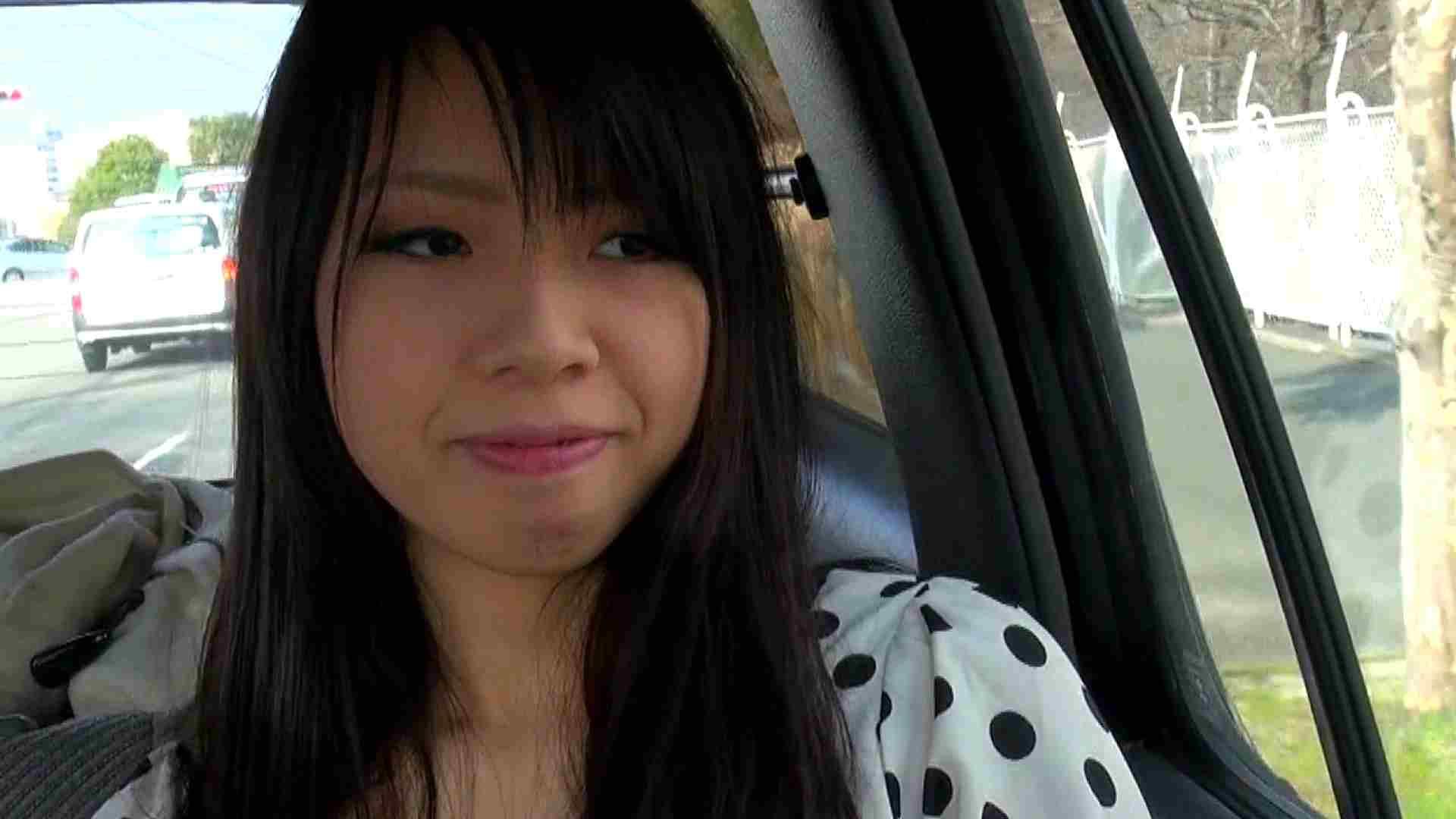 自宅で今回の出演までの経緯を語る志穂さん おまんこ われめAV動画紹介 80PIX 38