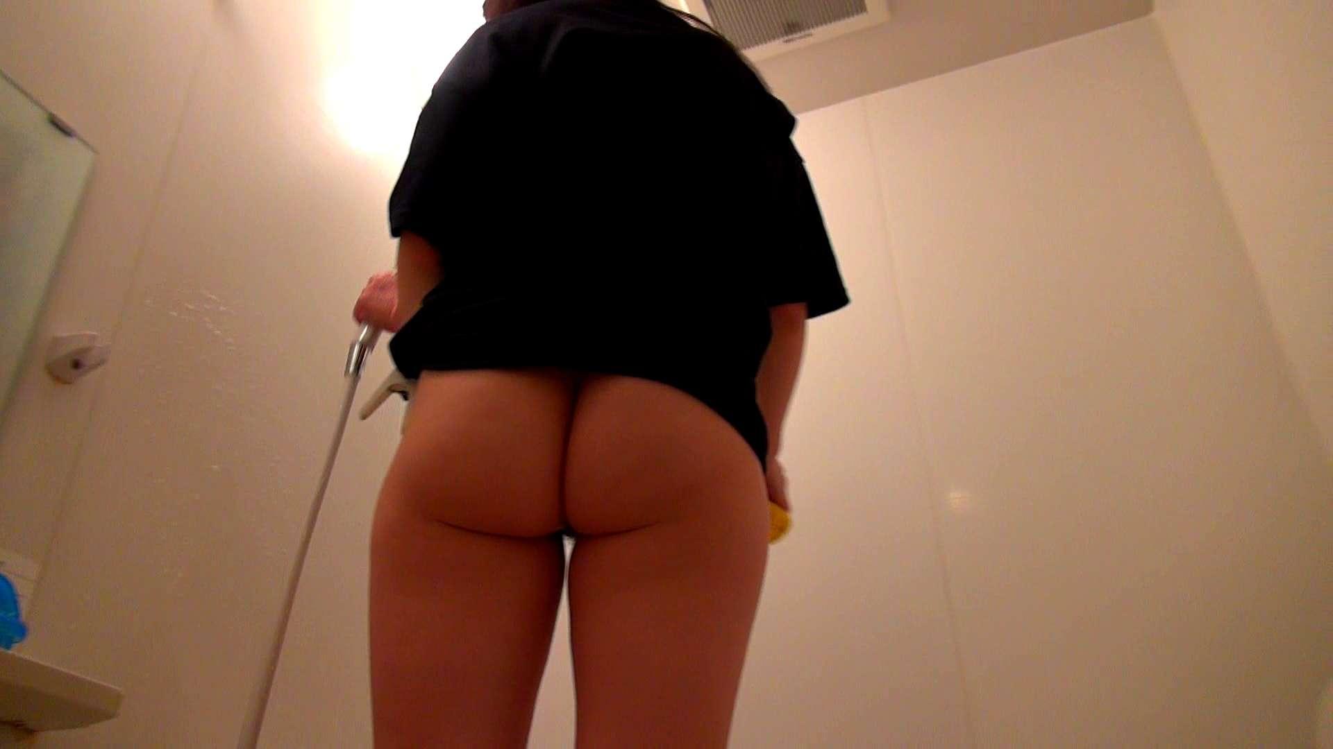 下半身裸で風呂の掃除をしてもらいました。 オマンコ全開  93PIX 84
