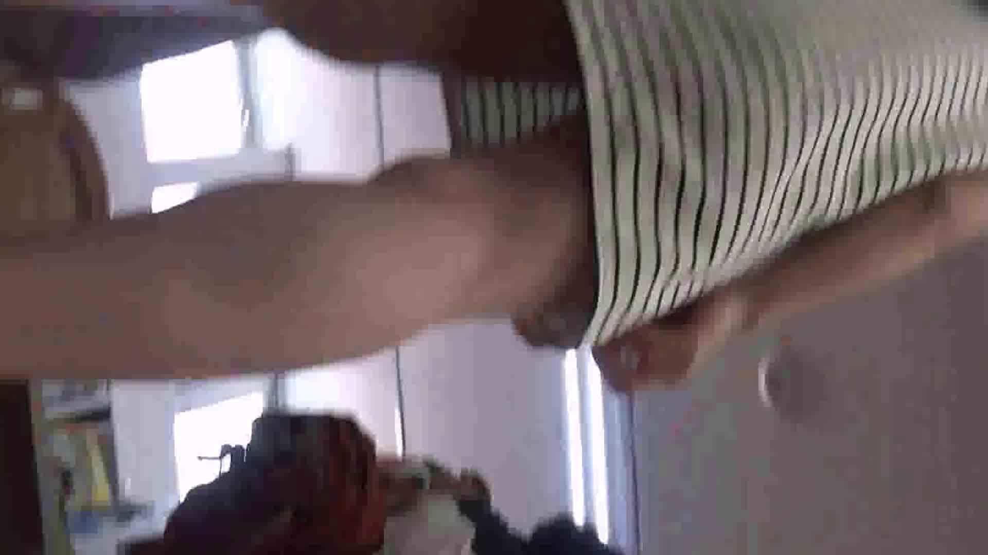 真剣に買い物中のgal達を上から下から狙います。vol.01 OLヌード天国  77PIX 40