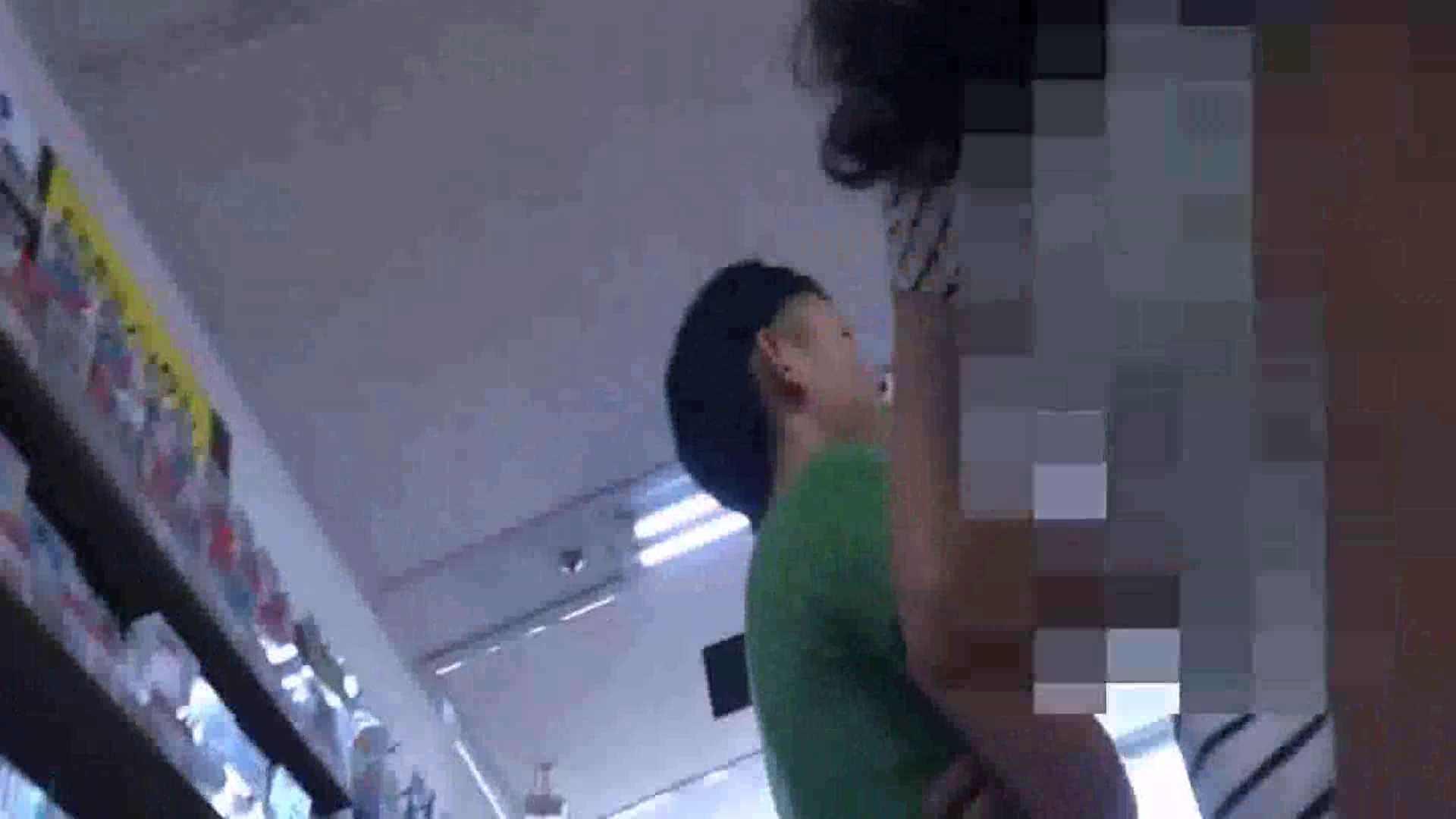 真剣に買い物中のgal達を上から下から狙います。vol.01 OLヌード天国  77PIX 48