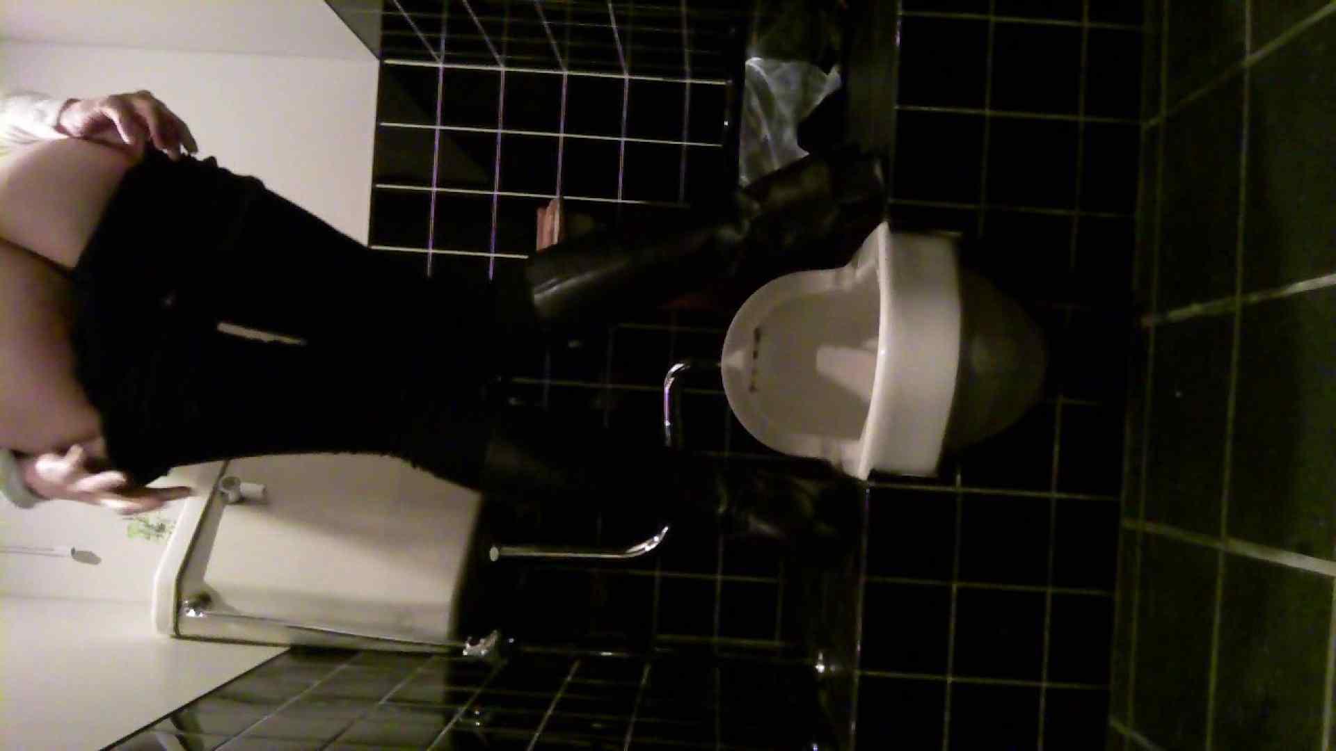 美女の集まる飲み屋洗面所 vol.05 OLヌード天国   洗面所  104PIX 1