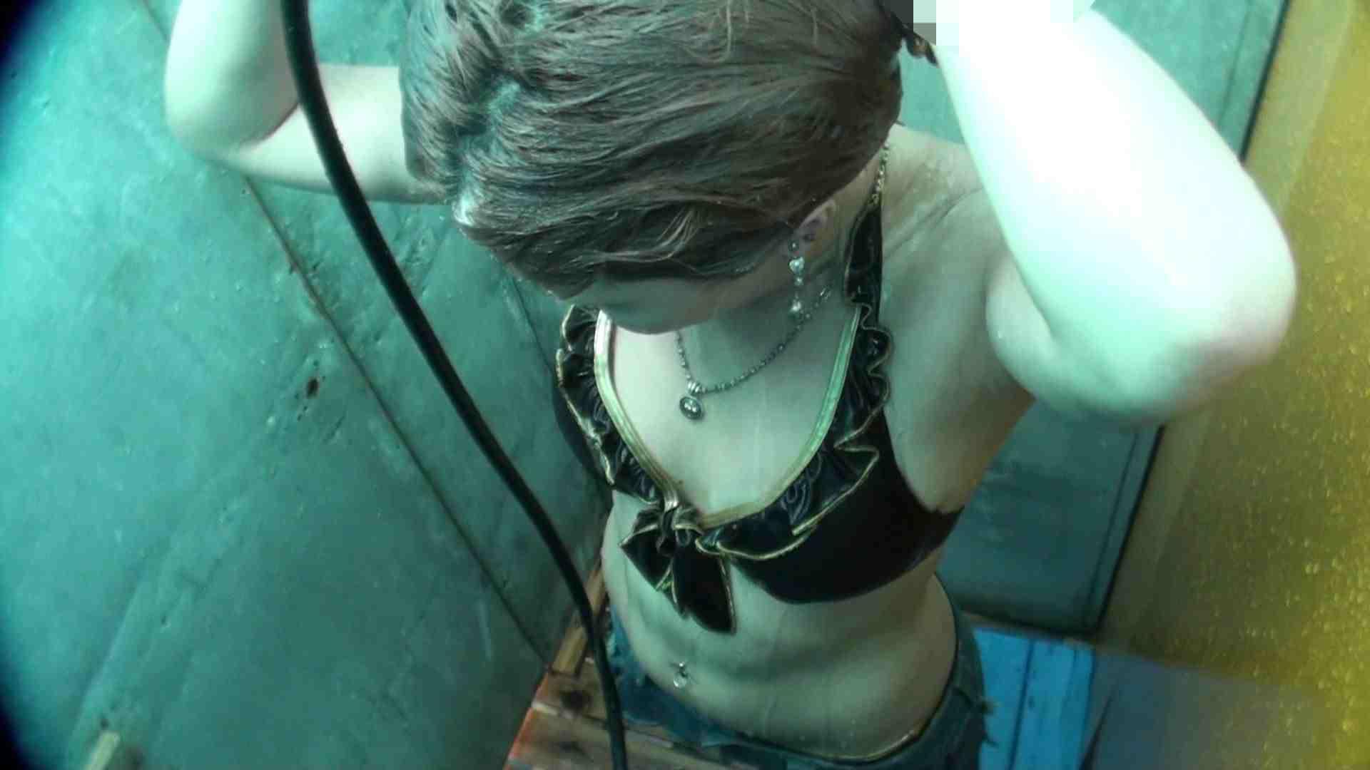 シャワールームは超!!危険な香りVol.19 顔だけ太った宇多田ヒカルのジラしのちら見せ 高画質 | シャワー  110PIX 37