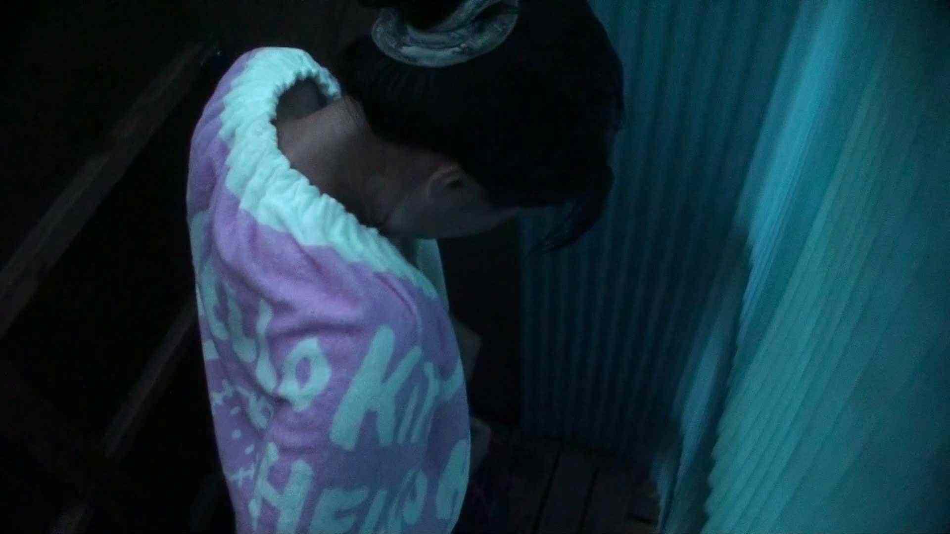 シャワールームは超!!危険な香りVol.26 大学生風美形ギャル 暗さが残念! 高画質   ギャル  103PIX 45